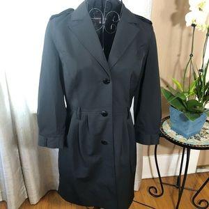 Adrienne Vittadini Size 4 long black rain coat